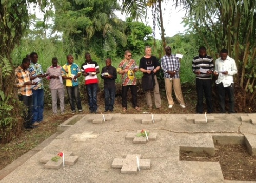 SCJs pray at the tomb of the martyrs in Kisangani.