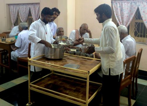 Students serve the seniors their meal